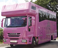 Розовый дом на колесах
