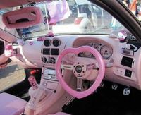 Розовый салон автомобиля